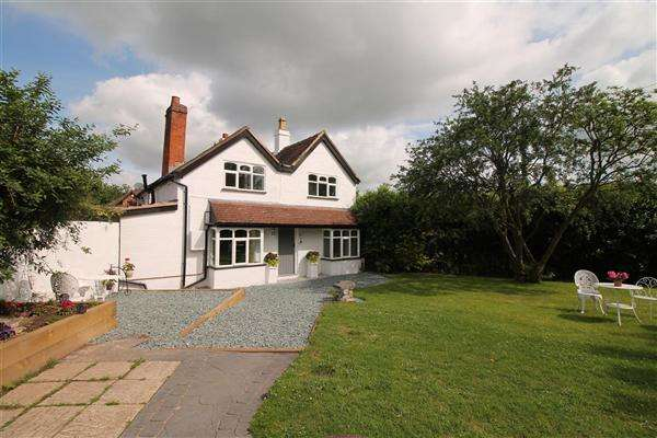 2 Bedrooms Semi Detached House for sale in Cranmore, Birmingham Road, Kings Coughton, Alcester, Kings Coughton, Alcester