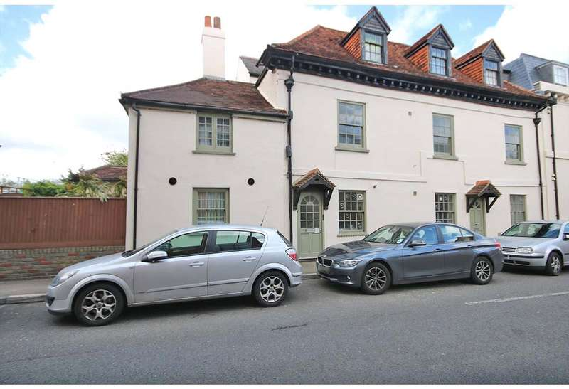 2 Bedrooms Apartment Flat for sale in Fox Lane North, Chertsey, Surrey, KT16