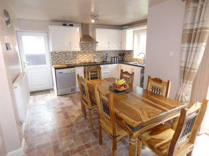 3 Bedrooms Semi Detached House for sale in Queensway, Rochdale, Lancashire, OL11