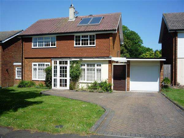 3 Bedrooms Detached House for sale in Cob Drive, Shorne, Gravesend
