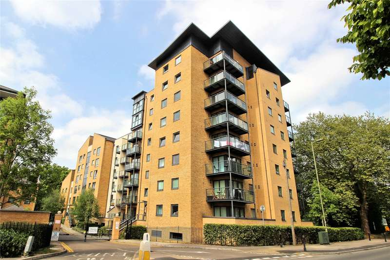 2 Bedrooms Apartment Flat for sale in Regents Court, Victoria Way, Woking, Surrey, GU21