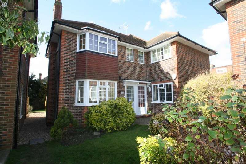 2 Bedrooms Apartment Flat for sale in The Acre Close, Worthing, West Sussex, BN11