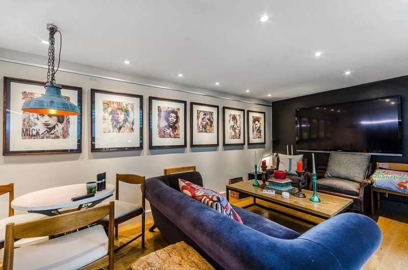 2 Bedrooms Maisonette Flat for sale in Fulham Road, Chelsea, SW10