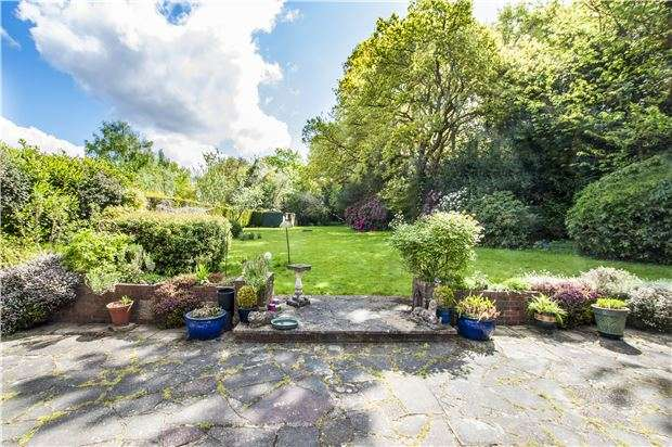 4 Bedrooms Detached Bungalow for sale in Rydons Lane, Coulsdon, Surrey, CR5 1SU