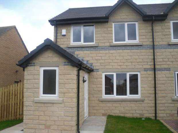 3 Bedrooms Semi Detached House for sale in Coleshill Way, Bradford, BD4
