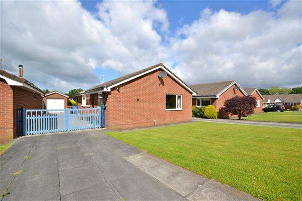 3 Bedrooms Bungalow for sale in St Michael's Close, Chorley