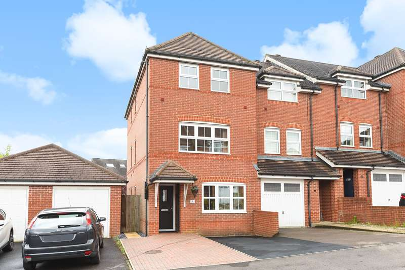 4 Bedrooms Town House for sale in Canberra Way, Beggarwood, Basingstoke, RG22