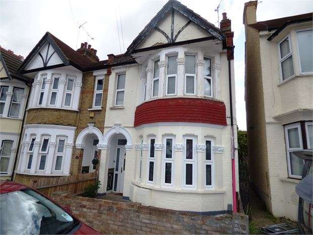 2 Bedrooms Apartment Flat for sale in Hildaville Drive, Westcliff-on-Sea, Westcliff on sea, SS0 9RR