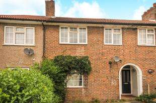 3 Bedrooms Terraced House for sale in Shroffold Road, Bromley, .