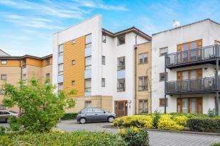 2 Bedrooms Flat for sale in Callender Court, 1 Harry Close, Croydon