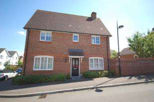 3 Bedrooms Semi Detached House for sale in Baxendale Way, Uckfield, East Sussex