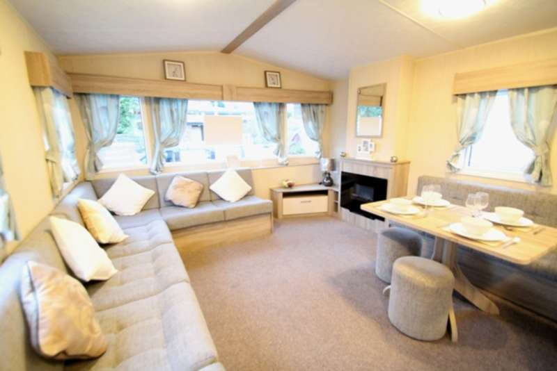 2 Bedrooms Mobile Home for sale in ABI Elegance (CO15 6LY)