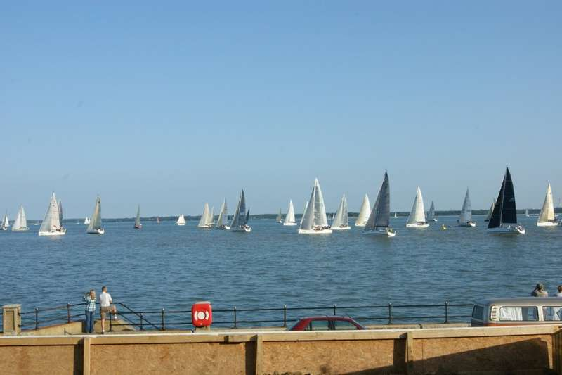 2 Bedrooms Flat for sale in Gurnard, Isle Of Wight