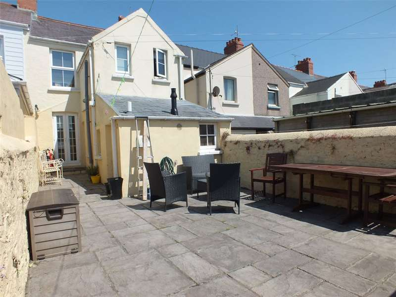 2 Bedrooms Terraced House for sale in Shakespeare Avenue, Milford Haven, Pembrokeshire