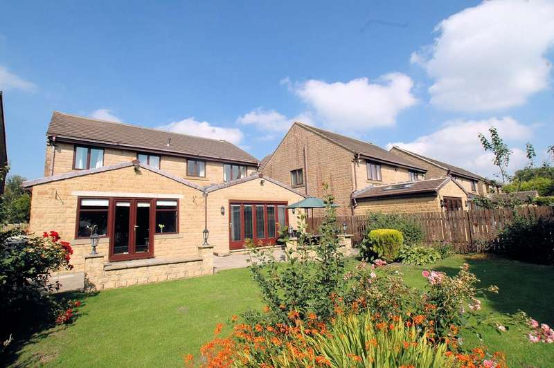 5 Bedrooms Detached House for sale in The Pickerings, Long Lane, Queensbury, Bradford BD13