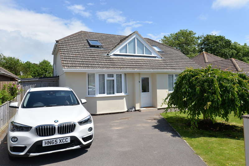 4 Bedrooms Detached Bungalow for sale in Longfield Road, Hordle