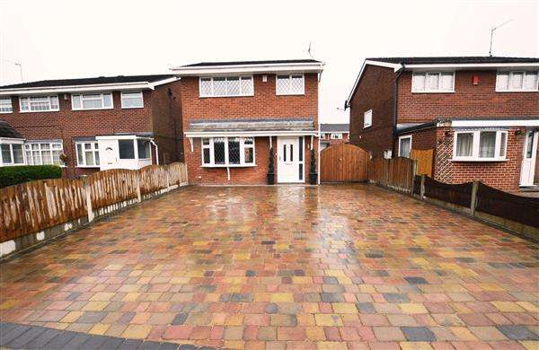 3 Bedrooms Detached House for sale in Aegean Close, Trentham, Stoke-On-Trent