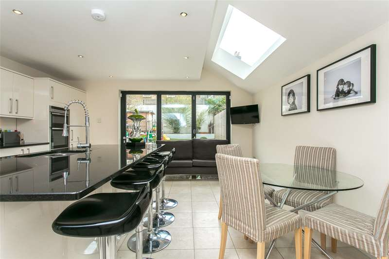 5 Bedrooms House for sale in Devereux Road, London, SW11