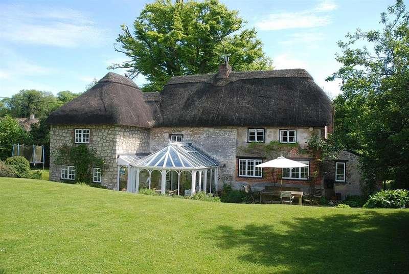 4 Bedrooms Detached House for sale in Sherrington, Nr Warminster