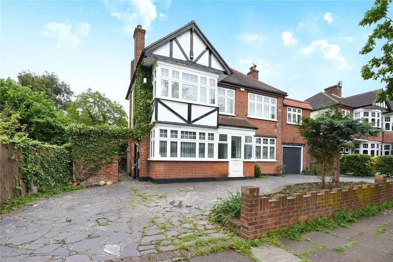 4 Bedrooms Detached House for sale in South Drive, Ruislip, Middlesex, HA4
