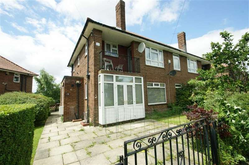 2 Bedrooms Flat for sale in Saxon Green, LS17