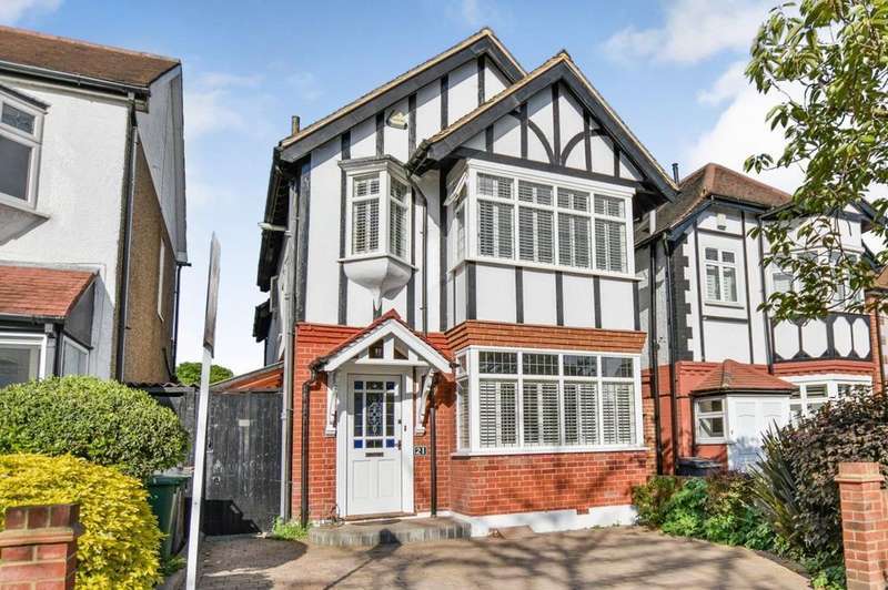 4 Bedrooms Detached House for sale in Clivedon Road, Highams Park, London