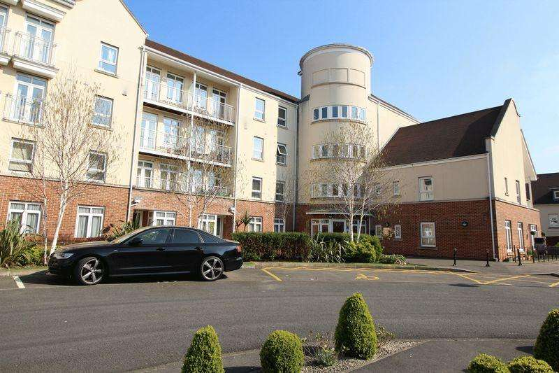 2 Bedrooms Flat for sale in Ridley Court, Cambridge Close, East Barnet
