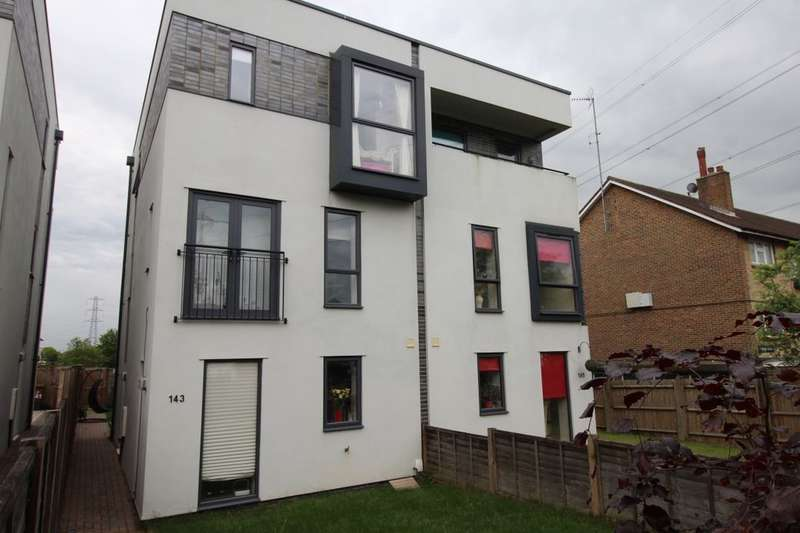 3 Bedrooms Semi Detached House for sale in Stonecot Hill, Sutton, SM3