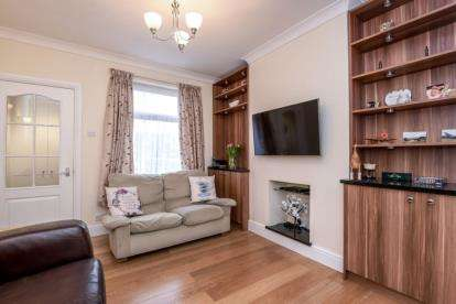 2 Bedrooms End Of Terrace House for sale in Lower Road, Orpington