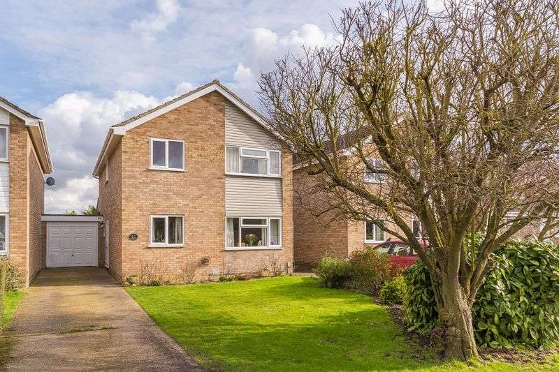 4 Bedrooms Property for sale in Fairfield Close, Grove, Wantage