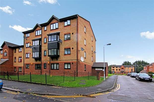 2 Bedrooms Flat for sale in Seymour Road, Leyton, London