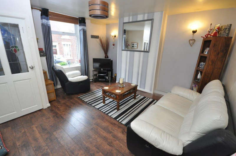 2 Bedrooms Terraced House for sale in Melbourne Street, Darwen
