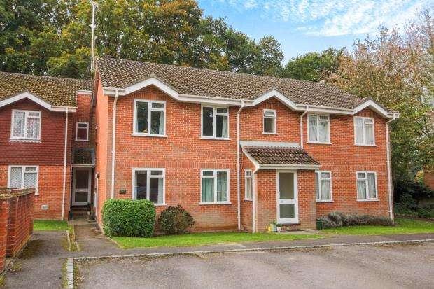 2 Bedrooms Maisonette Flat for sale in Hook, Hampshire