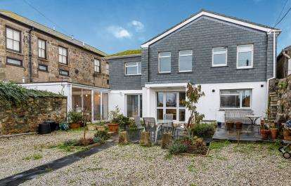 5 Bedrooms Detached House for sale in Voundervour Lane, Penzance, Cornwall