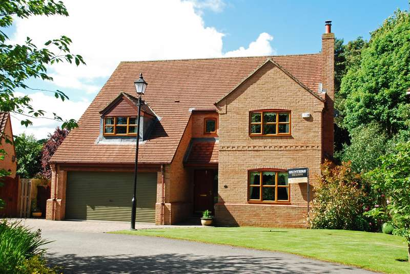 5 Bedrooms Detached House for sale in Woodside Close, Easingwold, YO61 3RW