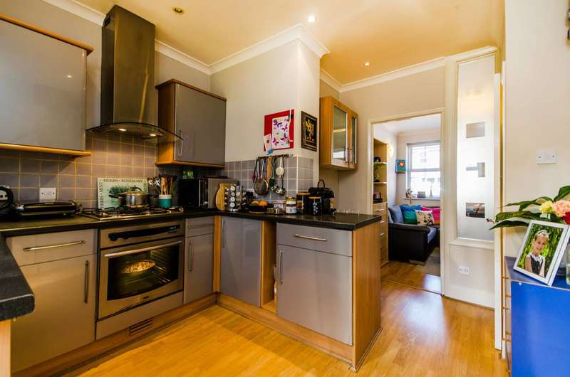 2 Bedrooms End Of Terrace House for sale in Nightingale Grove, Hither Green, SE13