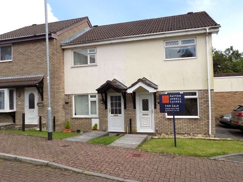 3 Bedrooms End Of Terrace House for sale in Fairoak Chase, Brackla, Bridgend. CF31 2PH