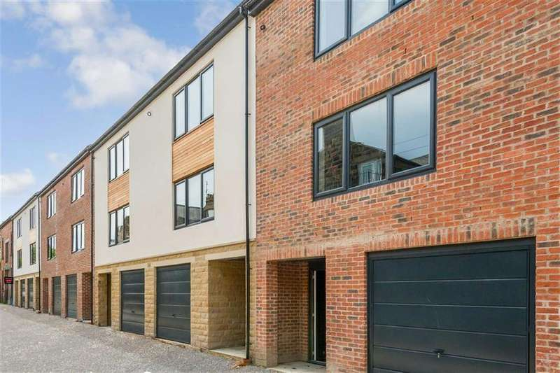 3 Bedrooms Town House for sale in Back Dragon Parade, Harrogate