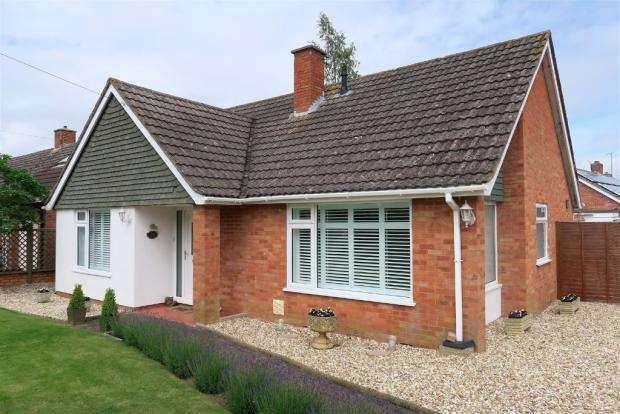 2 Bedrooms Detached Bungalow for sale in Newlands Crescent, Ruishton, Taunton TA3
