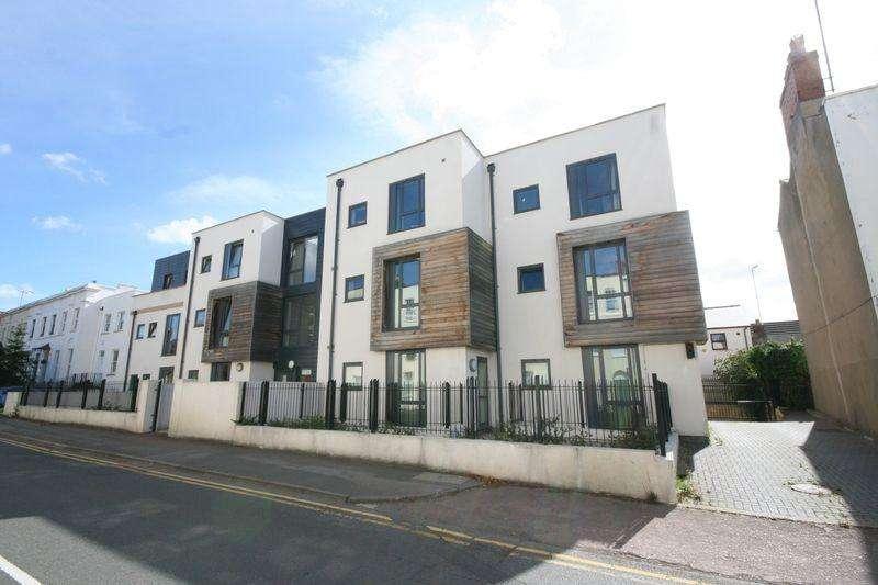 2 Bedrooms Flat for sale in Sidney Lodge, Hewlett Road, Cheltenham