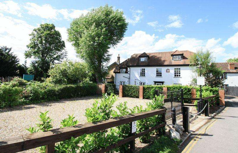 3 Bedrooms Duplex Flat for sale in Boulters Lock Island, Maidenhead