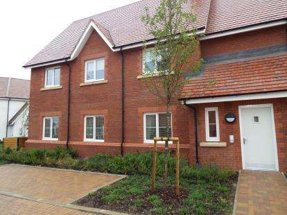 2 Bedrooms Flat for sale in Burden Road, Tadpole Garden Village, Swindon, Wiltshire