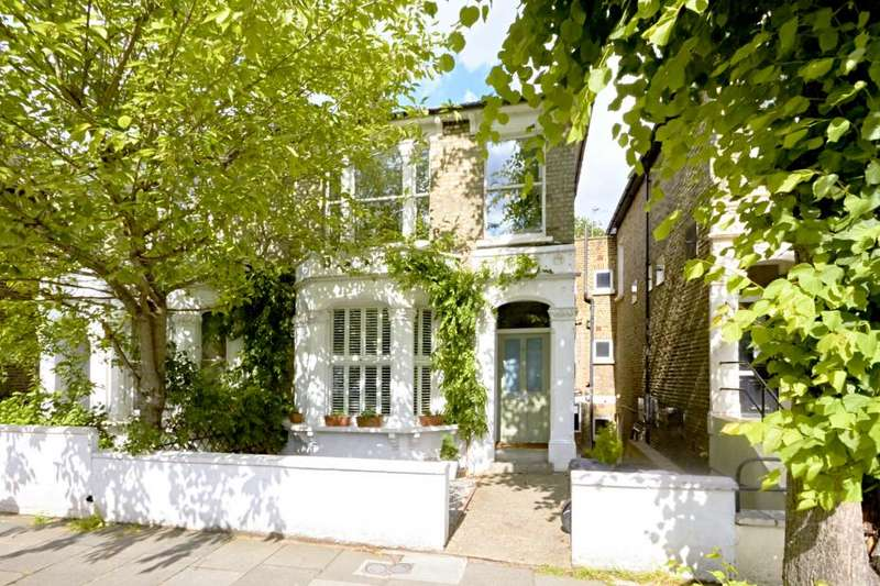2 Bedrooms Flat for sale in Boscombe Road, London W12