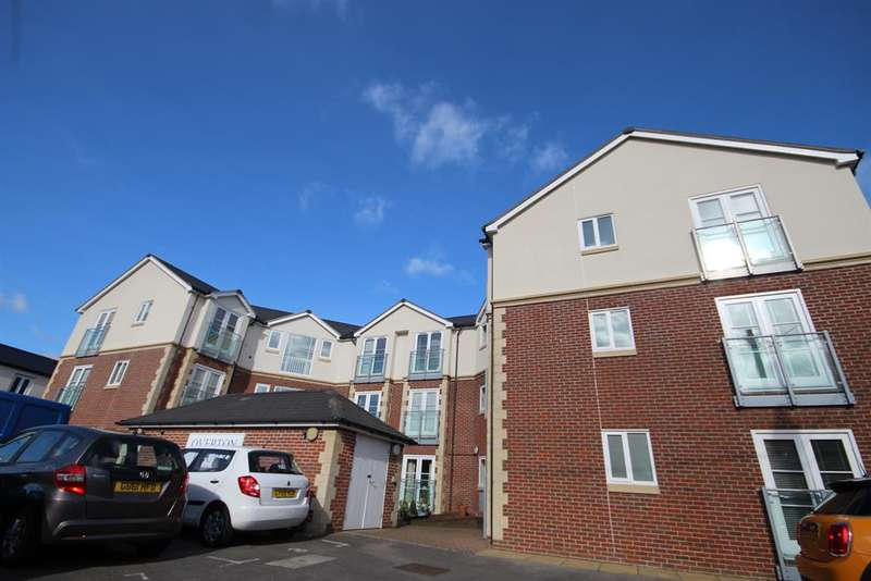 2 Bedrooms Ground Flat for sale in Railway Approach, East Grinstead, RH19