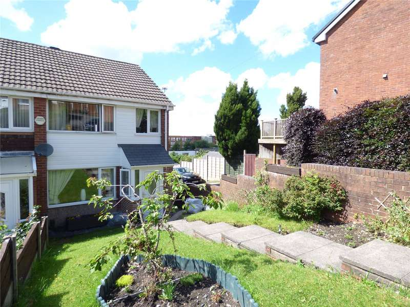 3 Bedrooms End Of Terrace House for sale in Dalehead Drive, Shaw, Oldham, Greater Manchester, OL2