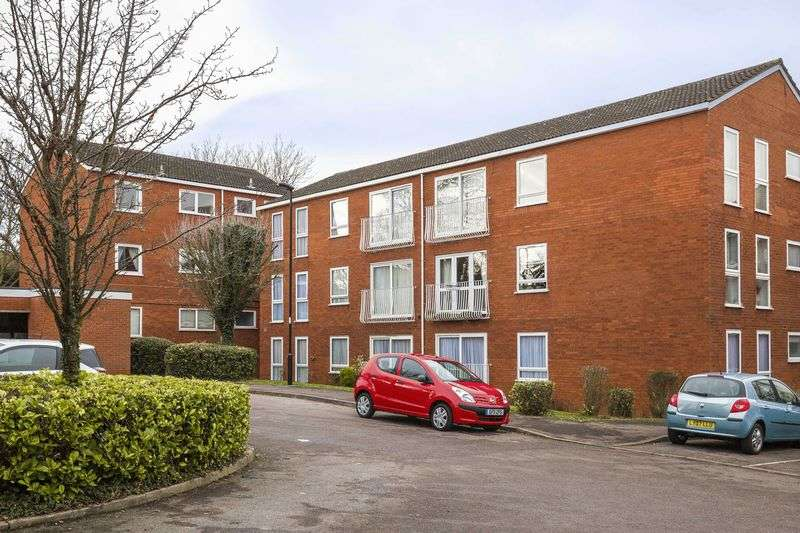 2 Bedrooms Property for sale in Roundhedge Way, Enfield