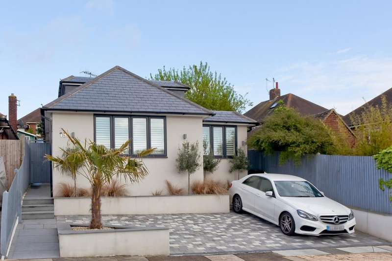 4 Bedrooms Chalet House for sale in Windsor Close, Hove BN3