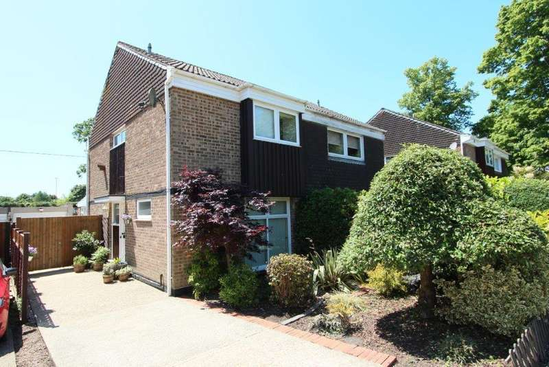 3 Bedrooms Semi Detached House for sale in Downland Close, Botley SO30