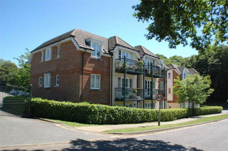 2 Bedrooms Flat for sale in Oaklands Court, Canonsfield Road, WELWYN, Hertfordshire
