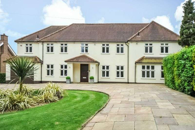5 Bedrooms Detached House for sale in Farm Road, Northwood